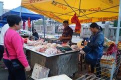 深圳,瓷:鸡摊位 库存图片