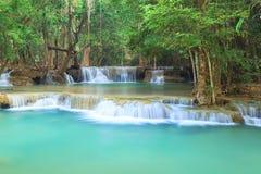 深森林瀑布在北碧泰国 库存图片
