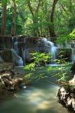 深森林瀑布在北碧,泰国 免版税图库摄影