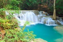 深森林瀑布在北碧-泰国 图库摄影