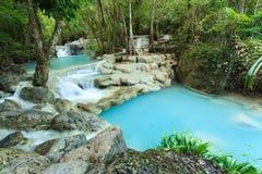 深森林瀑布在泰国 免版税图库摄影