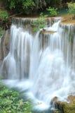深森林瀑布在Kanchanaburi,泰国 免版税图库摄影