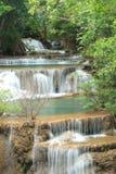 深森林瀑布在Kanchanaburi,泰国 免版税库存图片