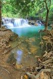 深森林kanchanaburi泰国瀑布 免版税库存图片