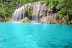 深森林kanchanaburi瀑布 免版税库存图片