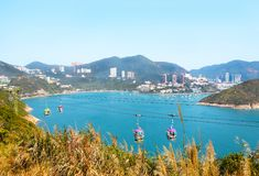 深水湾风景在一晴朗的蓝天天 洪海岛kong 免版税库存照片
