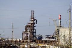 深深处理的专栏燃料油 加热的燃料油的一个熔炉 处理燃料油 石油精炼 免版税图库摄影