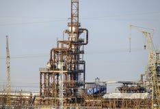 深深处理的专栏燃料油 加热的燃料油的一个熔炉 处理燃料油 石油精炼 免版税库存图片