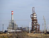 深深处理的专栏燃料油 加热的燃料油的一个熔炉 处理燃料油 石油精炼 图库摄影