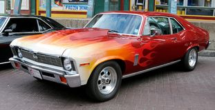 深深-红色-橙色1970年雪佛兰新星SS 库存照片