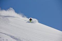 深粉末的,极端freeride滑雪者 免版税库存图片
