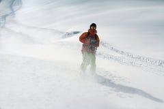 深粉末的,极端freeride滑雪者 图库摄影