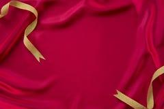 深红布料和丝带 免版税库存照片