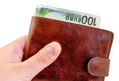给从深红皮革钱包的贿款有被隔绝的一百欧元的 库存照片
