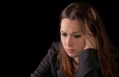 深色的哀伤的妇女 免版税库存图片