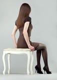 深色的椅子典雅的女孩开会 库存照片
