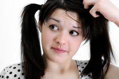 深色的混淆的妇女年轻人 免版税库存照片