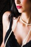 深色头发的意大利性感的妇女 免版税库存照片