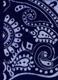 深蓝和浅兰的蜡染布背景 免版税库存照片
