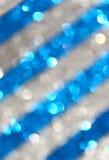 深蓝和银色抽象背景,蓝色bokeh摘要点燃。条纹样式。 免版税库存图片