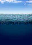 深蓝色海洋 免版税库存照片
