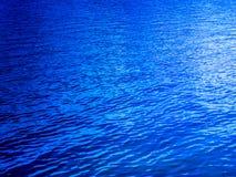 深蓝色湖 免版税图库摄影