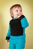 深蓝色衣服的男孩 库存照片