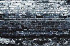 深黑色蓝色困厄了肮脏的老砖墙纹理背景 图库摄影