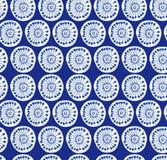 深刻的蓝色农村无缝的样式 与装饰花的织品纹理 库存图片