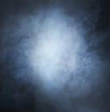 深刻的蓝色烟和光的Backgroung图象 免版税库存照片