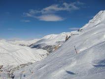 深紫红色手段val滑雪的tignes 免版税库存照片