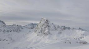 深紫红色手段val滑雪的tignes 免版税库存图片