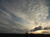 混乱夏天晚上天空在奥尔堡,丹麦 免版税图库摄影