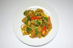 混乱油煎了辣鱼用混杂的草本,泰国食物 免版税库存图片