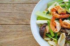 混乱油煎的混杂的菜用牡蛎调味汁 免版税库存图片