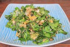 混乱油煎的菜用鸡蛋:南部泰国传统食物 库存照片