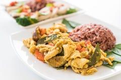混乱油煎的绿色咖喱鸡用莓果米 免版税库存图片