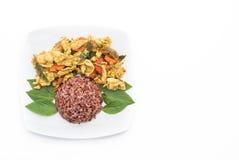 混乱油煎的绿色咖喱鸡用莓果米 图库摄影