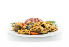 混乱油煎的绿色咖喱鸡用莓果米 免版税库存照片