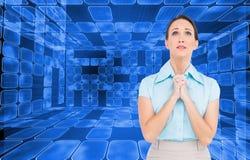 混乱的年轻女实业家祈祷 免版税库存图片