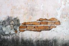 混凝土和砖风化了难看的东西墙壁背景 图库摄影