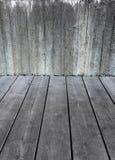 混凝土墙和灰色木地板 免版税库存图片