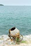 混凝土搅拌机在海边 库存照片