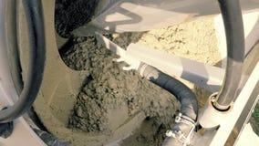 混凝土搅拌机,熔铸的泵浦 建筑机械和地面工作细节  股票录像