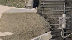 混凝土搅拌机,熔铸的泵浦 建筑机械和地面工作细节  股票视频