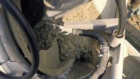 混凝土搅拌机,熔铸的泵浦 建筑机械和地面工作细节  影视素材
