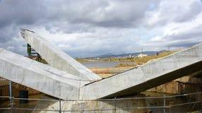 混凝土桩细节在一座桥梁的建筑在河Llobregat的 库存图片