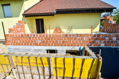 混凝土的模板stariway在家庭房子添加物 免版税库存照片