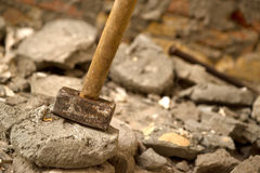 混凝土的锤子 免版税库存照片