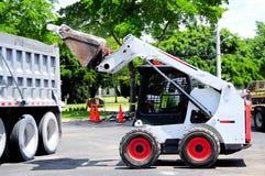混凝土装载者装载的片断在卡车的在佛罗里达 免版税库存图片